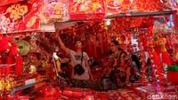 Omzet Pernak-pernik Imlek Turun 50%, Pedagang: Karena Hujan, Banjir