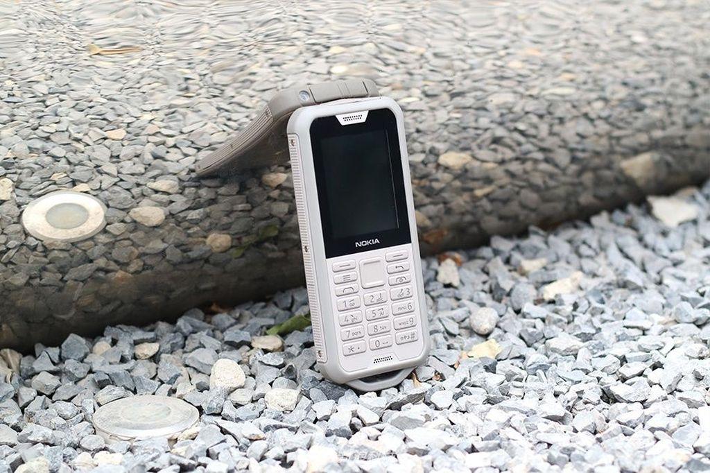Nokia 800 Touch mengantongi sertifikat IP68. Artinya ponsel ini tahan air maupun debu.Foto: Sina Mobile