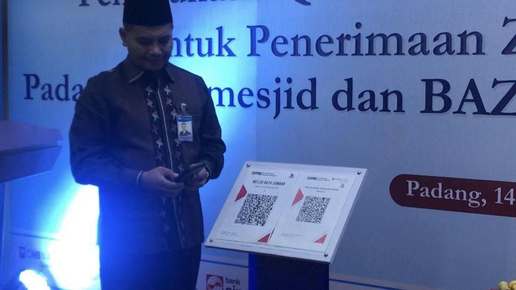 Warga Sumbar Bayar Zakat di Masjid Bisa Pakai QR Code