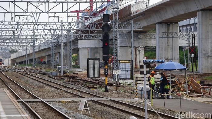 Pembangunan proyek double-double track (DDT) ditargetkan rampung tahun 2021. Proyek itu meliputi segmen Cakung-Bekasi dan Manggarai-Jatinegara.