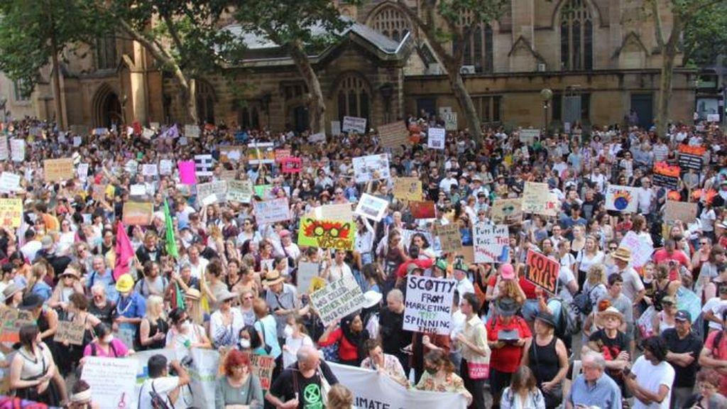 Jadi Tertawaan Dunia, Kepopuleran PM Australia Turun Akibat Kebakaran Hutan