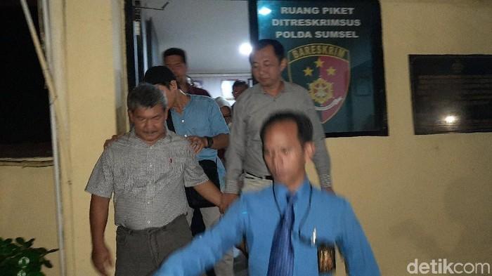 Wabup OKU Johan Anuar ditahan. (Raja/detikcom)
