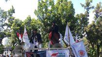 Emak-emak Merdeka dari Bengkulu Demo di Balai Kota DKI: Saya Bela Anies
