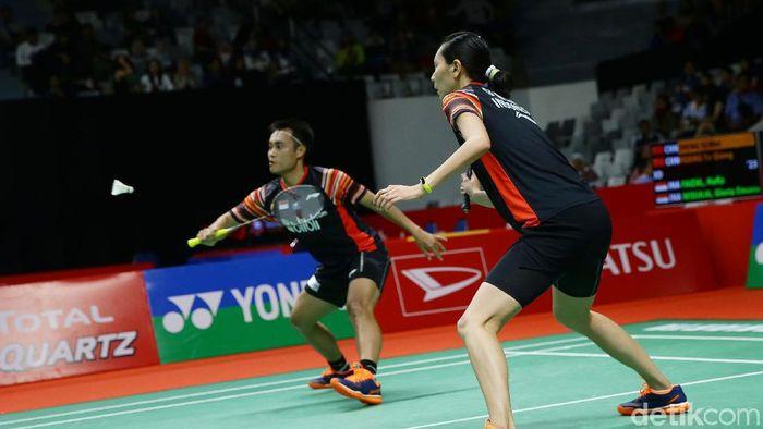 Ganda campuran Indonesia, Hafiz Faizal/Gloria Emanuelle Widjaja tumbang di babak pertama Indonesia Masters 2020. Mereka kalah dari pasangan China.