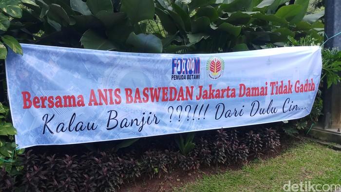 Foto: Poster dukungan kepada Anis Baswedan oleh massa pro Gubernur DKI Anies Baswedan/Farih detikcom