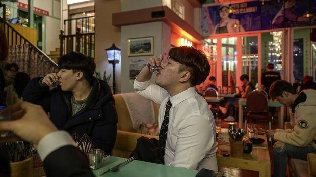 'Propaganda' Bir Dingin & Eksekusi Perokok di Bar Korea Utara
