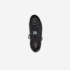 Balenciaga Rilis Sneakers Mirip Sepatu Bola, Tanda Tren Dad Sneakers Usai?