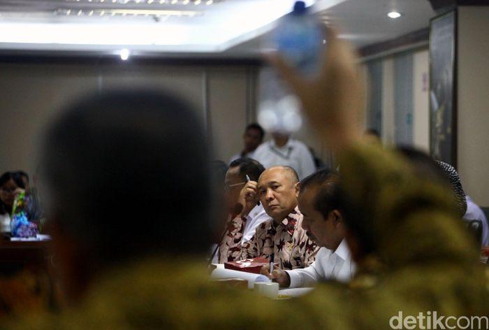 Menteri Koperasi dan Usaha Kecil Menengah (Menkop UKM) Teten Masduki menghadiri rapat bersama Komite IV DPD RI.