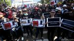 Poster Impeach Anies Baswedan Ramaikan Demo di Balai Kota