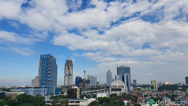 Cerita Claudia Tarik Awan Bikin Jakarta Tak Turun Hujan