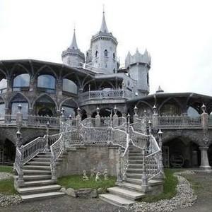 7 Penampakan Kastil Rp 615 Miliar, Luarnya Seram Dalamnya Bikin Takjub