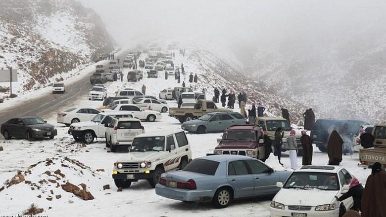 Tabuk, tempat di Arab Saudi yang turun salju (Twitter)