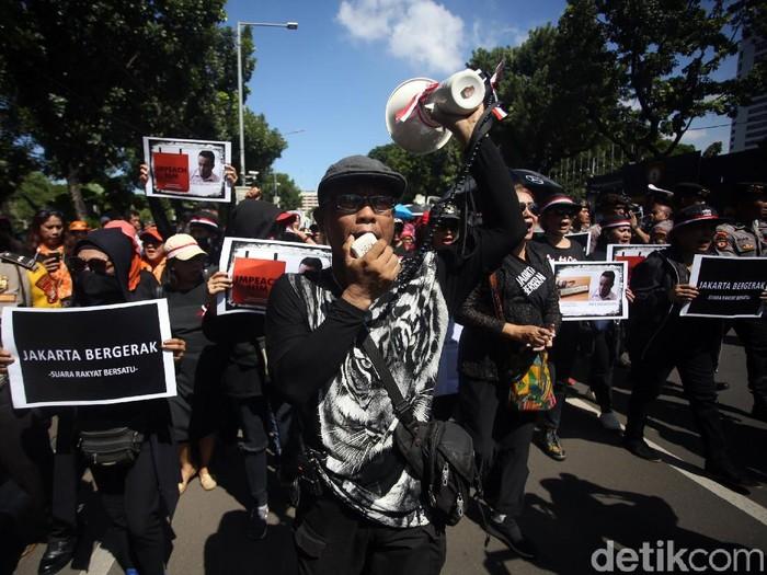 Foto: Massa pendemo kontra Anies Baswedan (Agung Pambudhy/detikcom)