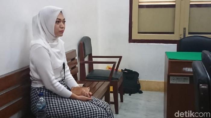 Ahmad Arfah Lubis-detikcom/  Febi Nur Amelia harus menjalani sidang di PN Medan gara-gara dilaporkan kasus pencemaran nama baik soal tagihan utang via Instagram.