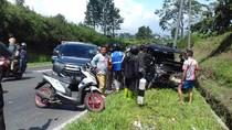 Dipicu Pecah Ban, Tabrakan Mobil Terjadi di Tanjakan Emen Subang
