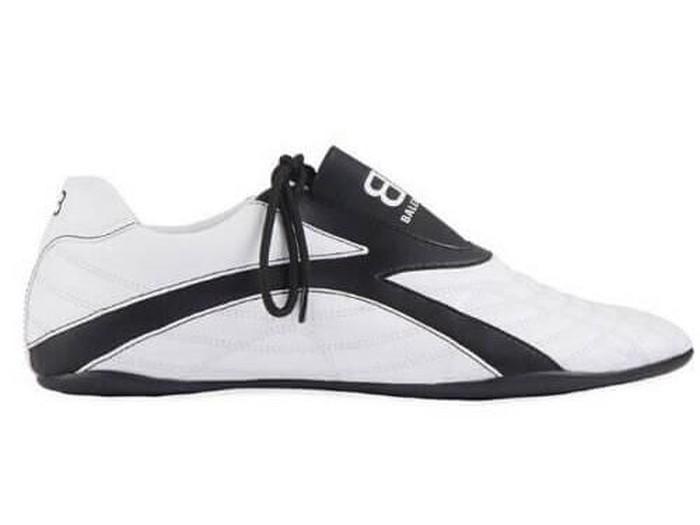 Balenciaga rilis sneakers mirip sepatu bola. (Foto: Dok. Balenciaga)
