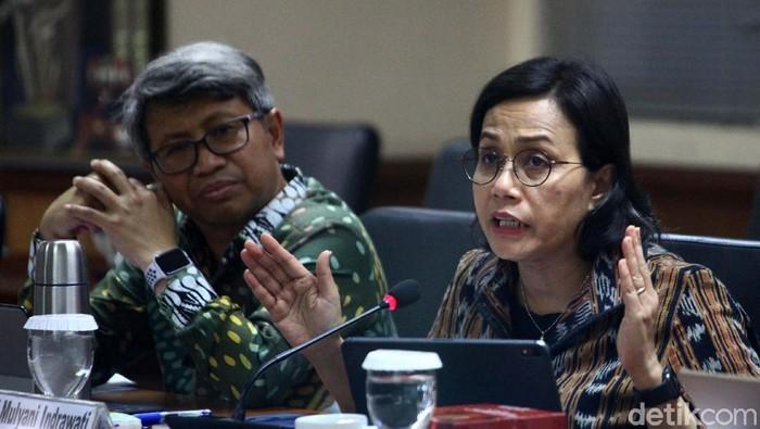 Menkeu Sri Mulyani mengikuti rapat kerja dengan Komite IV DPD. Dalam rapat tersebut, Sri Mulyani menjelaskan polemik desa fiktif di Sulawesi Tenggara.