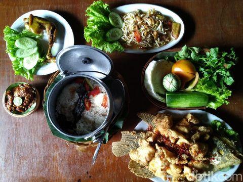 Sedang Di Bandung? Ini Tempat Makan Keluarga yang Wajib Kamu Coba!