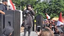 Orasi di Aksi Kontra Anies, Dewi Tanjung: Ini Bukan soal Belum Move On