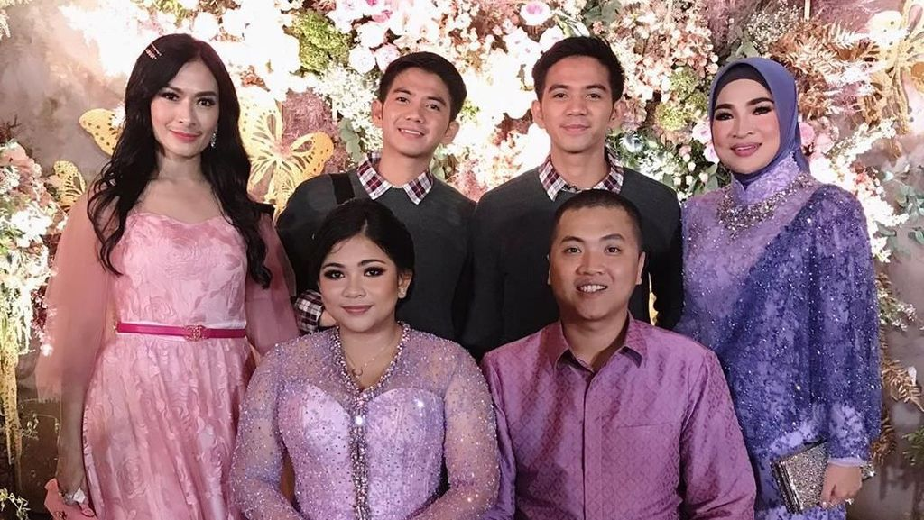 Seputar Keluarga Haji Isam yang Baru Gelar Lamaran Mewah