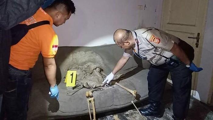 Penemuan kerangka manusia di rumah kosong, Kabupaten Bandung (dok. Polsek Margahayu)