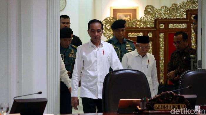 Presiden Joko Widodo (Jokowi) didampingi Wakil Presiden Maaruf Amin memimpin rapat terbatas (ratas), di Kantor Presiden, Jakarta, Rabu (15/01/2020).