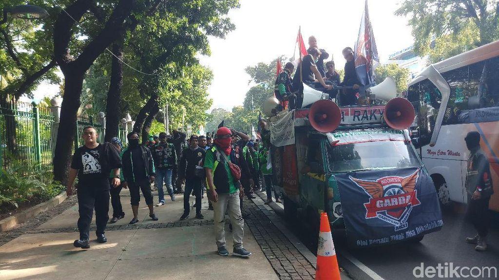 Usai Demo di Kemenhub, Driver Ojol Long March ke Istana