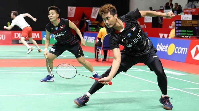 Pasangan ganda campuran Indonesia, Tontowi Ahmad/Apriyani Rahayu, bertanding di Daihatsu Indonesia Masters 2020 di Istora Senayan, Selasa (14/1/2020).