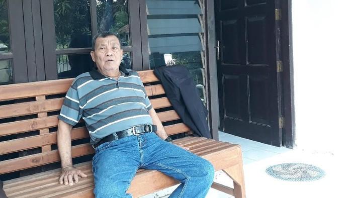 Foto: Eks pengikut Raja Kerajaan Agung Sejagat, Toto Santoso, ditemui di rumahnya. (Pradito/detikcom)