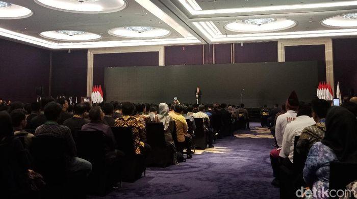 Foto: Presiden Jokowi menghadiri pelantikan pengurus HIPMI 2019-2022 (Kanavino Ahmad Rizqo/detikcom)