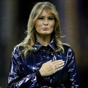 Coat Rp 27 Juta Melania Trump Picu Perdebatan, Warna Hitam atau Biru?