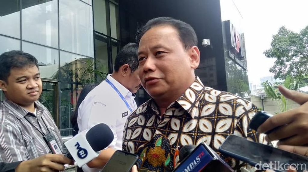 Jelang Sidang Etik Wahyu Setiawan, Ketua Bawaslu Merapat ke KPK