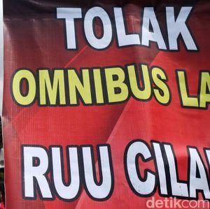Benarkah Omnibus Law Permudah Kongkalikong dengan Asing?
