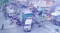 Video Truk Tabrak Pikap dan Beberapa Motor Terekam CCTV di Tulungagung Viral