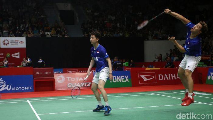 Kevin Sanjaya Sukamuljo/Marcus Fernaldi Gideon lolos ke babak kedua Daihatsu Indonesia Masters 2020 setelah bertarung ketat tiga gim (Foto: Agung Pambudhy)