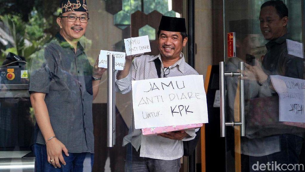 Pegiat Antikorupsi Kirim Jamu Antidiare untuk Pimpinan KPK