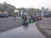 Massa Pengemudi Ojol yang Demo Depan Istana Bubar