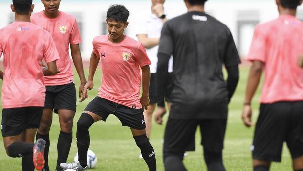 Tae Yong Cari Kerangka Tim Indonesia U-19 di Thailand