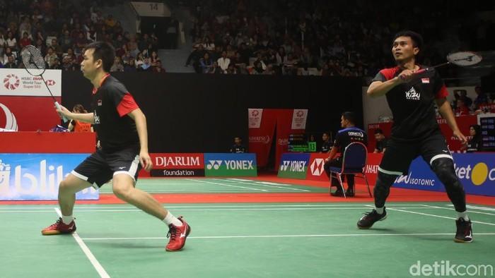 Ganda putra Indonesia, Mohammad Ahsan/Hendra Setiawan melangkah ke babak kedua Indonesia Masters 2020. Mereka menyingkirkan pasangan India.