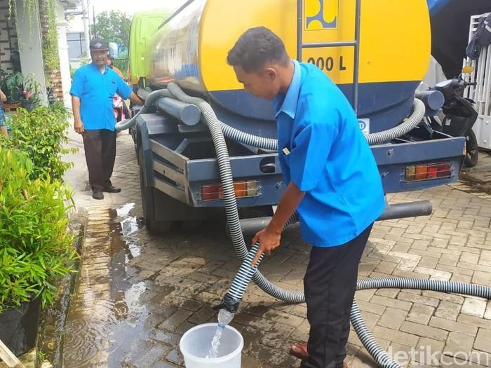 Suplai air PDAM Kota Malang kepada pelanggan (Muhammad Aminudin/detikcom)