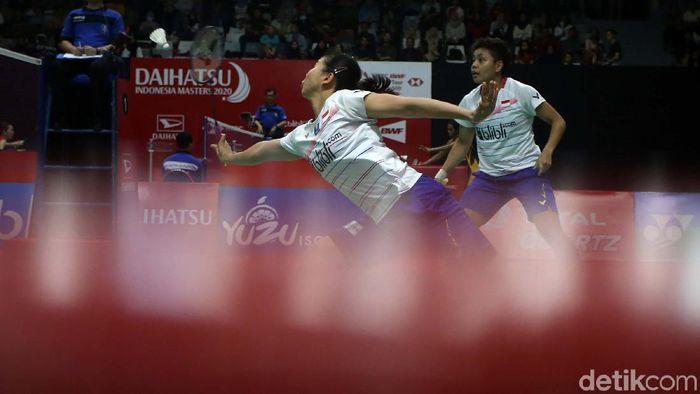 Greysia Polii/Apriyani Rahayu sukses melaju ke babak kedua Indonesia Masters 2020. Mereka mengalahkan ganda putri China Liu Xuan Xuan/Xia Yu Ting.