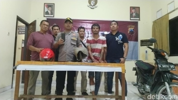 Aji Soleh, kaki diperban, pelaku penjambretan di Semarang (Foto: Angling Adhitya Purbaya/detikcom)