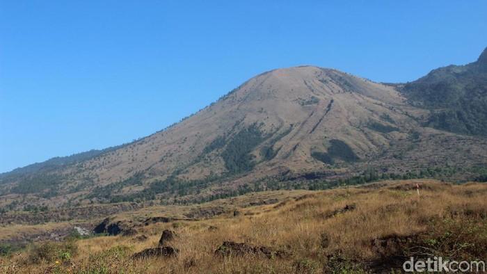 Gunung Guntur di Kabupaten Garut menyimpan mitos.