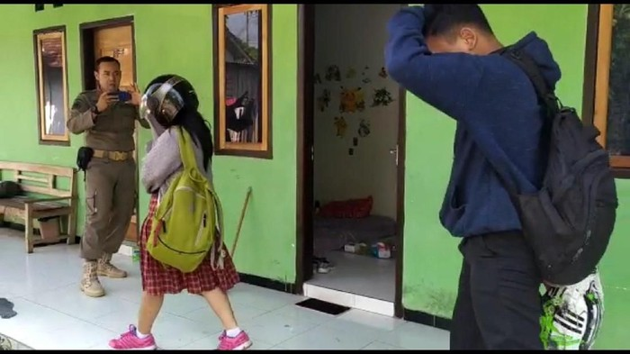 Remaja Terjaring Razia Satpol PP (Foto: Adhar Muttaqin/detikcom)