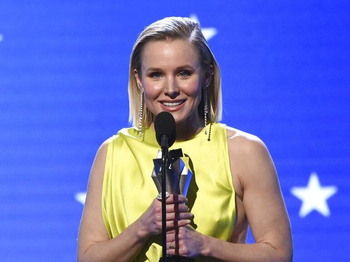 Kristen Bell accepts the #SeeHer award at the 25th annual Critics Choice Awards on Sunday, Jan. 12, 2020, at the Barker Hangar in Santa Monica, Calif. (AP Photo/Chris Pizzello)