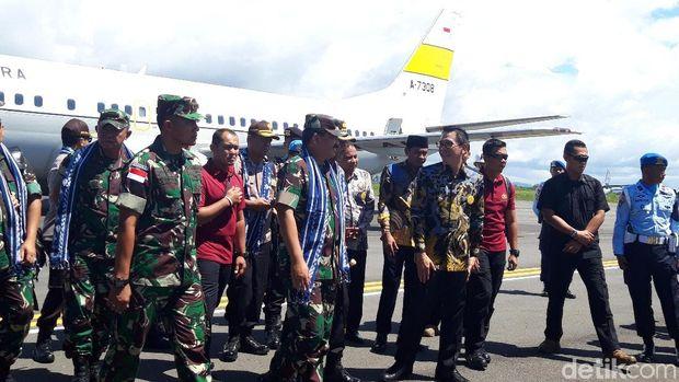 Panglima TNI Marsekal Hadi Tjahjanto dan Kapolri Jenderal Idham Azis tiba di Morotai, Maluku Utara