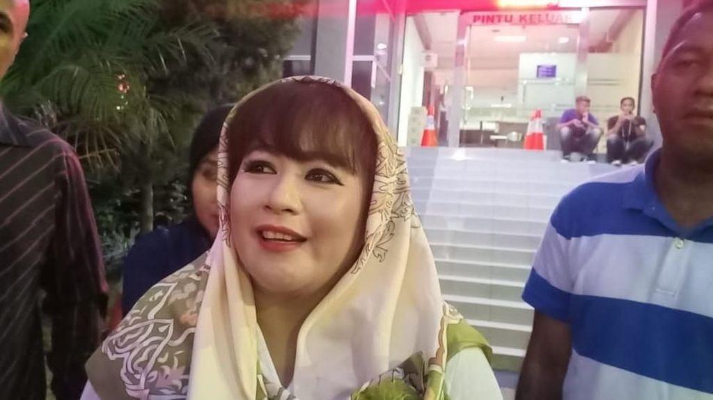 Ke Polda Metro, Dewi Tanjung Hendak Laporkan Bendera PKI yang Dibawa PA 212