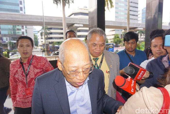 Tim hukum PDIP yang diwakili I Wayan Sudirta dan Teguh Samudera mendatangi KPK untuk menemui Dewan Pengawas KPK. (Ibnu/detikcom)