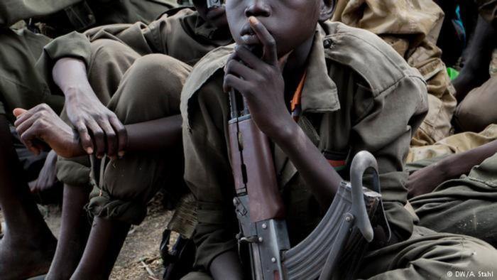 Foto: Ilustrasi prajurit anak di Afrika (DW)