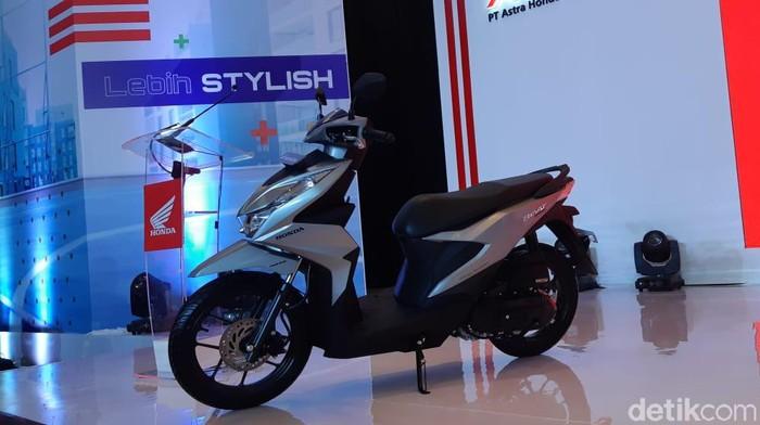 PT Astra Honda Motor (AHM) mengeluarkan amunisi baru di awal tahun 2020. Honda BeAT disegarkan dengan pembaruan fitur, rangka, dan mesin baru. Peluncuran di JI Expo Kemayoran, Jakarta, Kamis (16/1/2020).